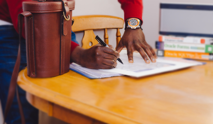 The start-up guide to employment contracts by Adeolu Eletu on Unsplash