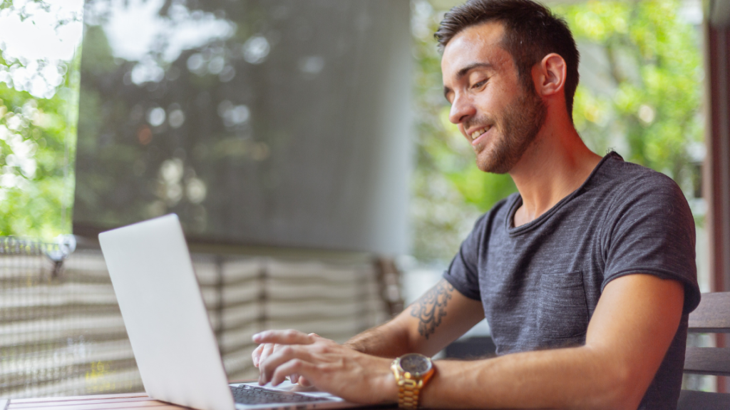 when should i write a job advert instead of a description by Oleg Magni from Pexels